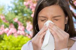 Склонность к аллергии - противопоказание к наращиванию ресниц