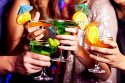 Чрезмерное употребление алкоголя - причина выпадения ресниц