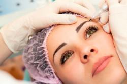 Процедура удаления татуажа в косметическом салоне