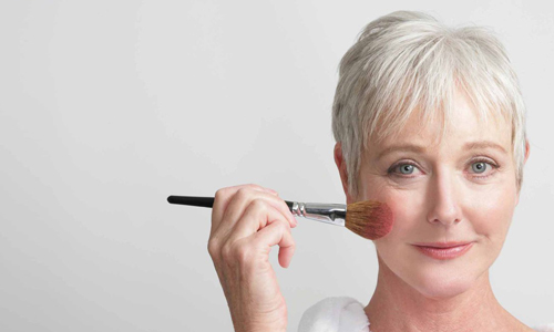 Выполнение омолаживающего макияжа