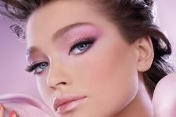 Макияж в нежных розовых тонах