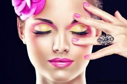 Яркий макияж в розовых тонах