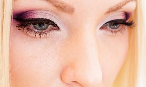 Красивый макияж с розовыми тенями