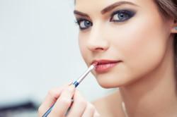 Нанесение макияжа на лицо