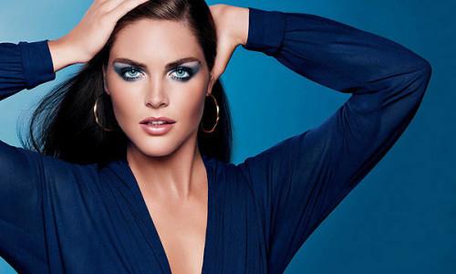 Выбор макияжа под синее платье