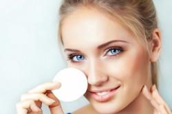 Снятие макияжа с глаз перед наращиванием ресниц