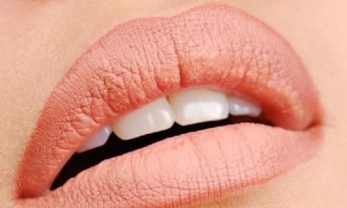 Светлый татуаж губ