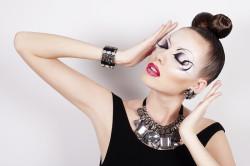 Экстравагантный макияж для бальных танцев