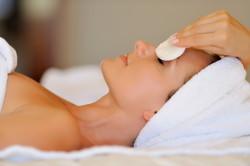 Увлажнение кожи после эпиляции бровей