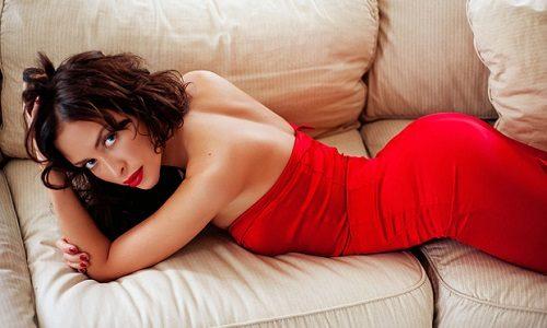Яркий макияж под красное платье