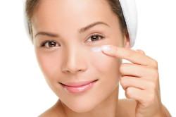 Жирный крем вокруг глаз - причина выпадения наращенных ресниц