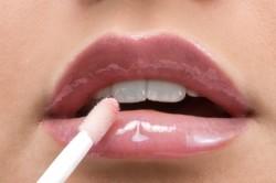 Блеск для губ розового оттенка