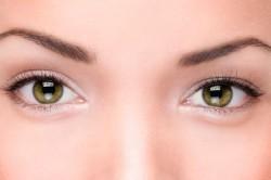 Тонкие брови для правильного макияжа маленьких глаз