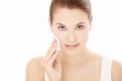 Очистка лица перед нанесением макияжа