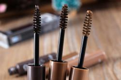 Кисти для макияжа бровей