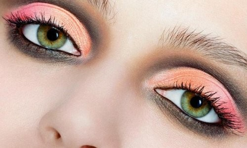 Красивые каре-зеленые глаза