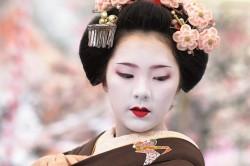 Классический макияж гейши